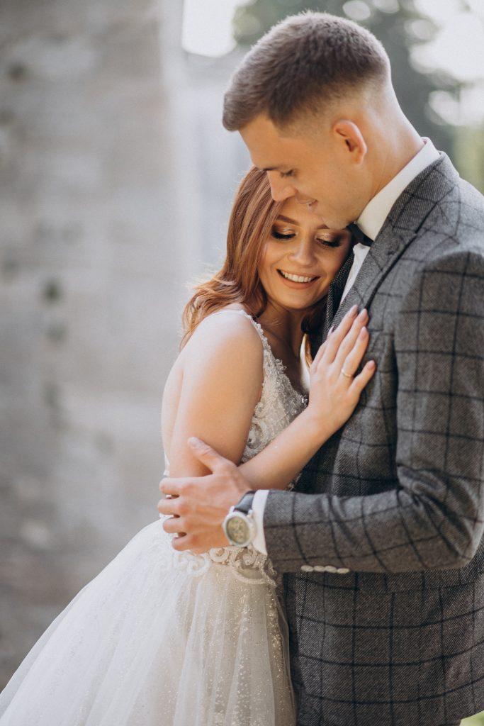 vestidos y trajes tendencias bodas 2020
